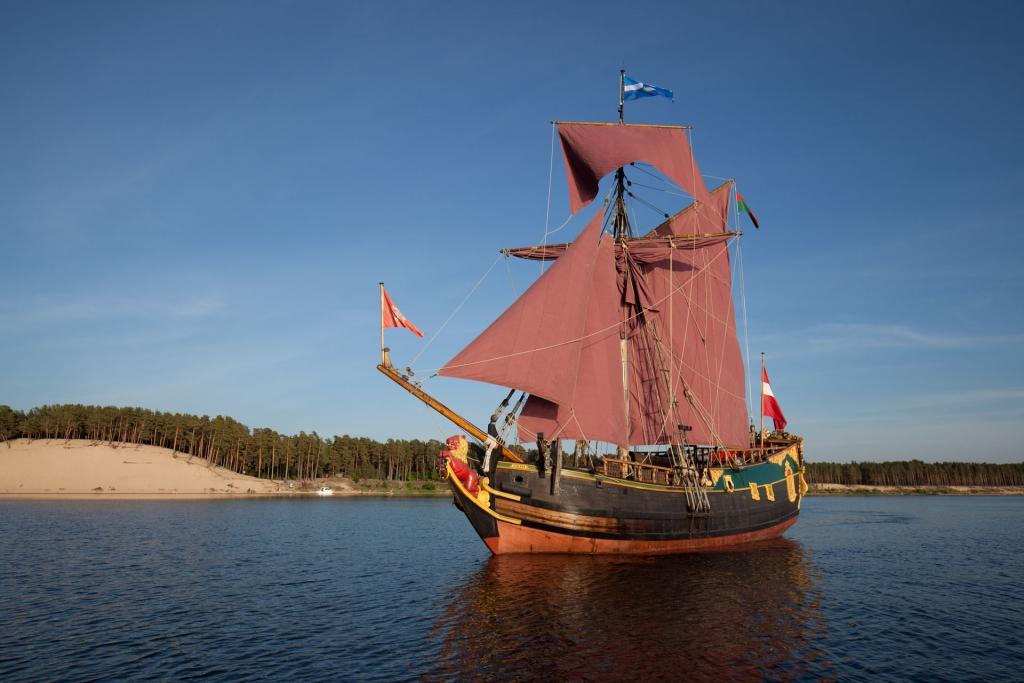 Jahtas buru kuģa noma jūrmalā